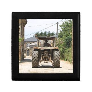Grijze Tractor op Gr Camino, Spanje Decoratiedoosje