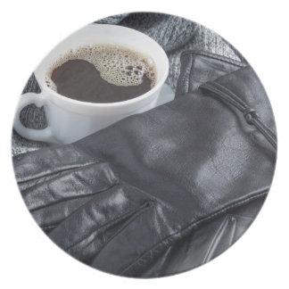 Grijze van het wolsjaal en leer handschoenen melamine+bord