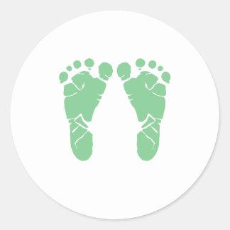 Groene babyvoetafdrukken ronde sticker