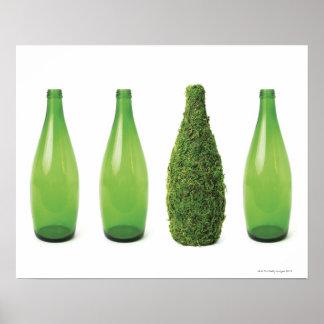 Groene glasflessen die recycling tonen en poster
