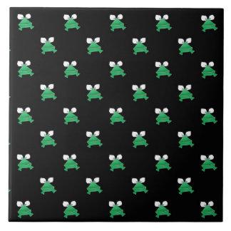 Groene Kikkers op Zwarte Ceramiektegel Keramisch Tegeltje