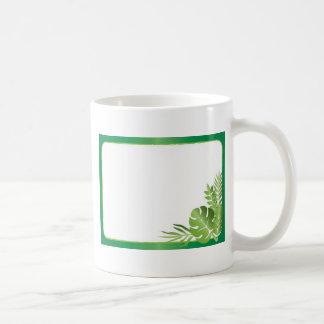 Groene tropische bladeren lege sjabloon koffiemok