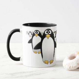 Groep Penquins op een koffiemok