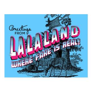 Groeten van LAND LALA - waar de vervalsing echt is Briefkaart