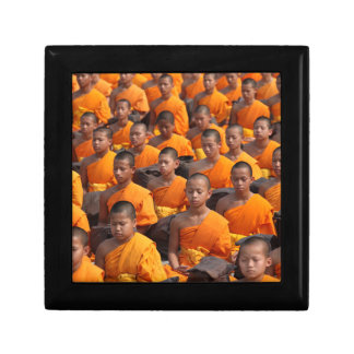 Grote Groep het Mediteren van Monniken Decoratiedoosje