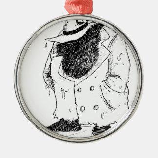 Grote kerel in trenchcoat zilverkleurig rond ornament