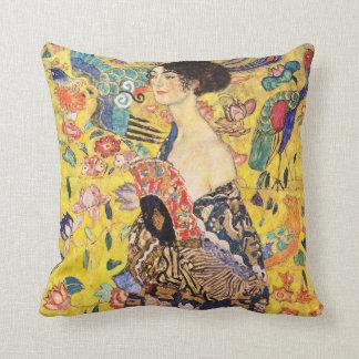 Gustav Klimt , Woman with fan Sierkussen