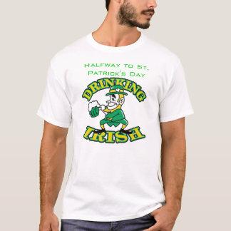 Halverwege aan St. Patrick Dag T Shirt