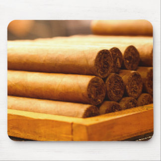 Hand Gerolde Sigaren van Dr. van La Romana Muismat