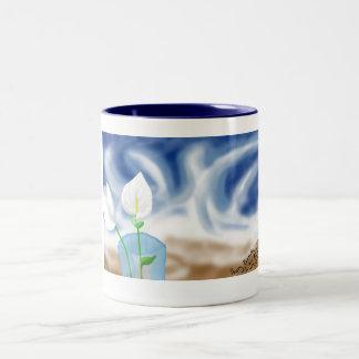Hand getrokken tulp door de oceaan tweekleurige koffiemok