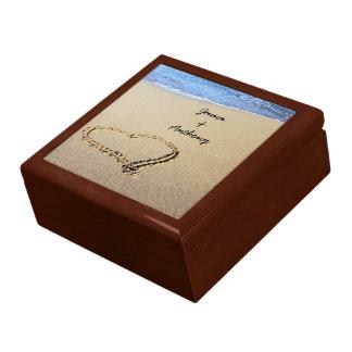 Hart in de sjabloon die van het Zand wordt getrokk Decoratiedoosje
