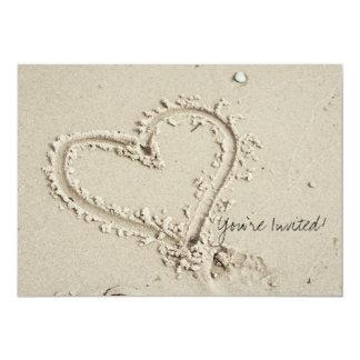 Hart in de Uitnodiging van het Strand van het Zand