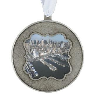 Haven in de Stad van New York Geschulpt Pewter Ornament