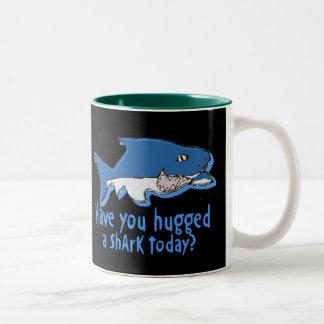 Hebben u vandaag gekoesterd een haai tweekleurige koffiemok