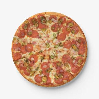 heerlijke gehele jalapenofoto van pizzapepperonis papieren bordjes