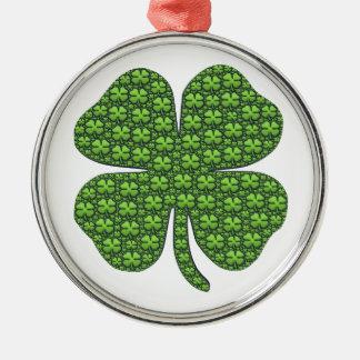 Heilige Patricks Dag Vier het Goede Geluk van de Zilverkleurig Rond Ornament