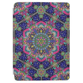 Helder kleurrijk mandalapatroon op donkerblauw iPad air cover