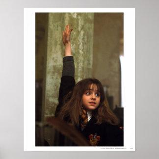 Hermione heft haar hand op poster