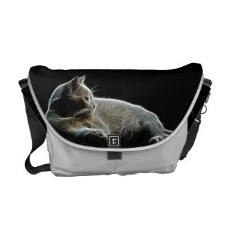 Het afbeelding van Fractalised van een witte kat Courier Bags
