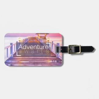 Het avontuur wacht op kofferlabel