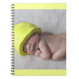 Het Baby die van de klei op Buik, het Pet van het Ringband Notitieboek