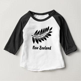 Het blad van de varen baby t shirts