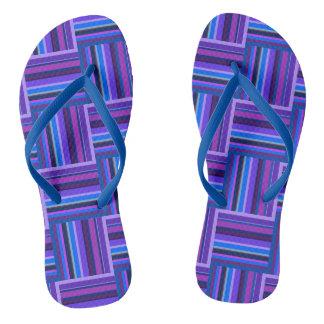 Het blauwe en paarse patroon van het teenslippers