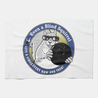 Het blinde Kegelen van de Eekhoorn Theedoek