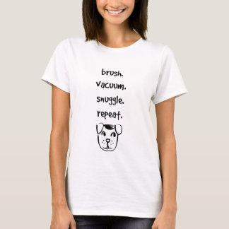 het borstel vacuüm nestelt zich herhaling met uw t shirt