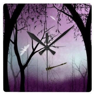 Het Bos van de Klok van de muur met libellen bij S