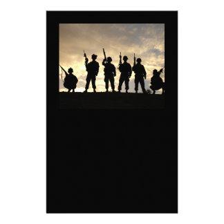 Het Briefpapier van de Silhouetten van de militair