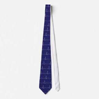 het cardiogram of ecg in wit op blauw is elegant persoonlijke stropdas
