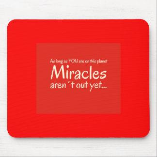Het citaat van het mirakel in rood en wit muismat