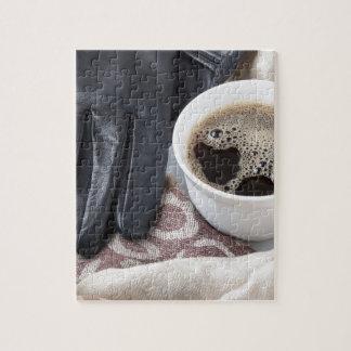 Het close-up van het uitzicht op witte kop koffie puzzel