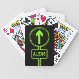 Het concept van vreemdelingen poker kaarten