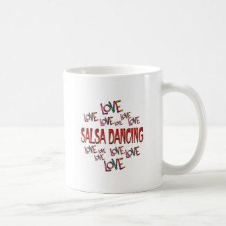 Het Dansen van Salsa van de Liefde van de liefde Koffiemok