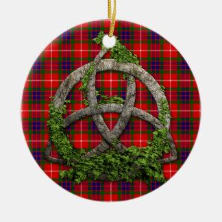 Het de Keltische Knoop van de Drievuldigheid en Rond Keramisch Ornament