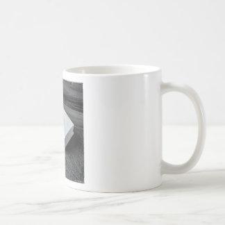 Het design van beeldhouwwerken koffiemok