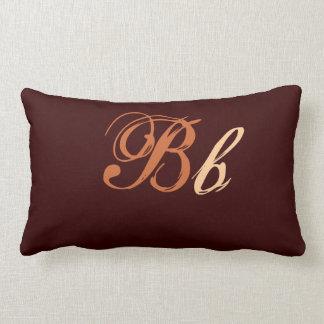 Het dubbele Monogram van B in Bruin en Beige Kussen