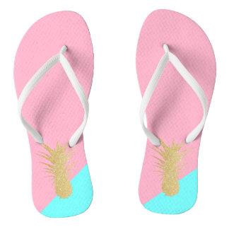 het elegante de zomergoud schittert ananas roze teenslippers