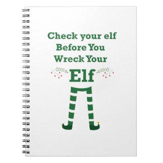 Het elf van Kerstmis controleert uw elf vóór u Ringband Notitieboek