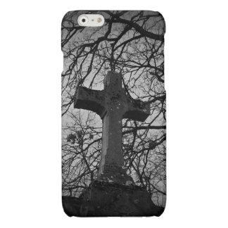 Het ernstige kruis van de begraafplaats beschut iPhone 6 hoesje glanzend
