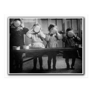 Het eten van kinderen.  Frankrijk c1941 Briefkaart