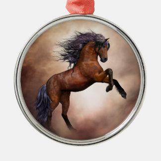 Het Friesian bruine paard grootbrengen omhoog met Zilverkleurig Rond Ornament