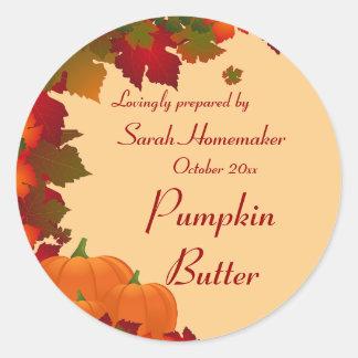 Het Gebladerte van de herfst met Pompoenen om het Ronde Sticker