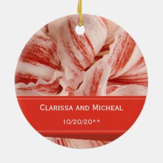 Het Gepersonaliseerde Huwelijk van de amaryllis Rond Keramisch Ornament