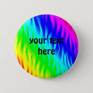 Het gestreepte patroon van de regenboog ronde button 5,7 cm
