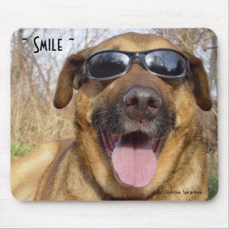 Het glimlachen van de zonnebril Mousepad van Labra Muismatten
