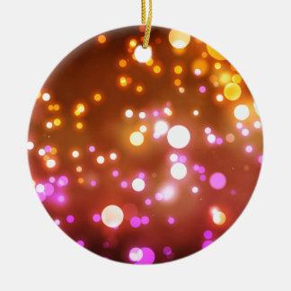 Het gloeien lichten rond keramisch ornament