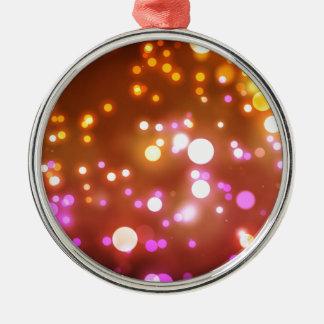 Het gloeien lichten zilverkleurig rond ornament